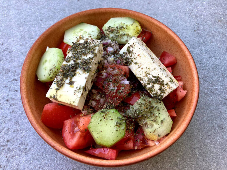 Ensalada griega, Horiatiki Salata