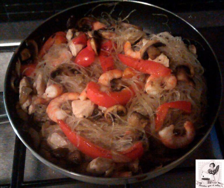 Fideos blancos chinos con verduras y gambas (Vermicelli)